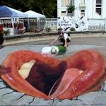 20 graffiti na jezdniach i chodnikach, które wywołają Twoje zdumienie (nie widziałeś ich wczesniej)