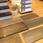 Podłoga w drewnianym stylu – parkiet, panele czy deski warstwowe?