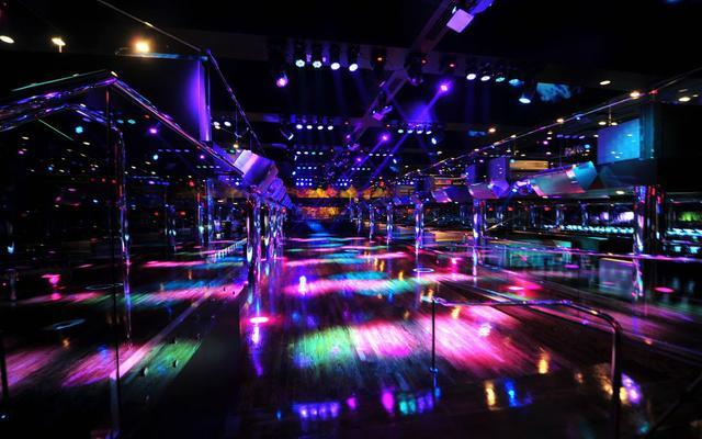 Reign_Dance_floor.640x427