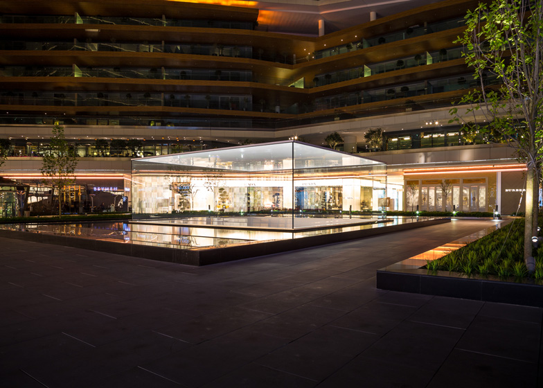Apple-store-Istanbul-by-Foster-Partners-
